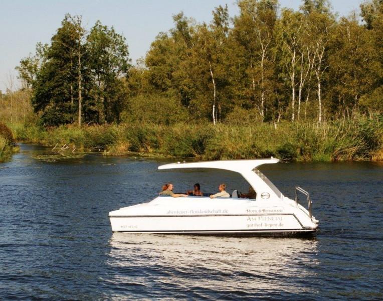 Solarboot auf der Peene, Gutshof Liepen